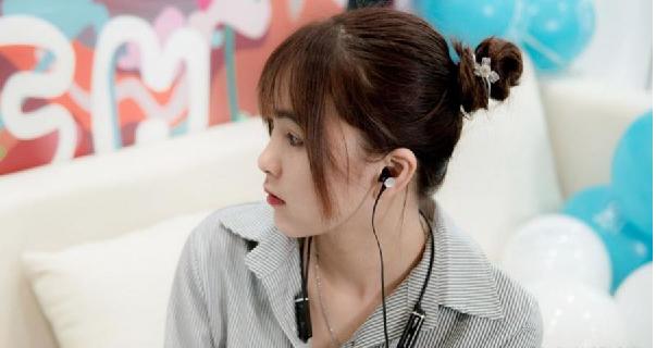 Tai nghe PBH-400 tích hợp mang lại sự tiện lợi cho người sử dụng