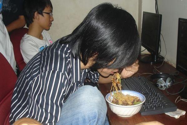 Món ăn ngon nhanh gọn mà rẻ của game thủ Việt