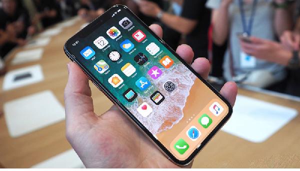 Doanh số Apple tăng một cách chóng mặt nhờ thế hệ iphone X