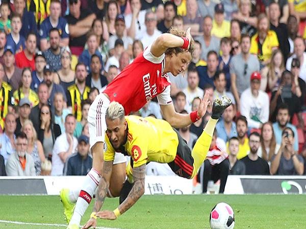 Arsenal suýt thua Watford: Công làm thủ phá