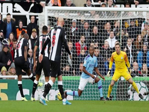 Vòng 14 Ngoại hạng Anh: Đại gia cúi đầu trước Liverpool