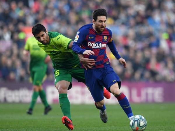 Lionel Messi lập poker siêu hạng sau 4 trận tịt ngòi
